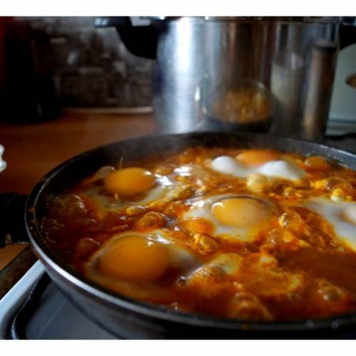 Shakshuka ( Szakszuka) Jajka w słonecznej Tunezji